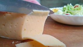 手刀子裁减乳酪牛奶店 股票录像