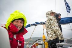水手参加在希腊海岛群中的航行赛船会第12 Ellada秋天2014年在爱琴海, 库存照片