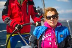 水手参加在希腊海岛群中的航行赛船会第12 Ellada秋天2014年在爱琴海, 库存图片