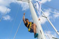 水手参加在希腊海岛群中的航行赛船会第12 Ellada秋天2014年在爱琴海 库存图片
