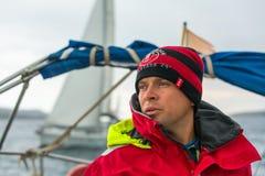 水手参加在希腊海岛群中的航行赛船会第12 Ellada秋天2014年在爱琴海 免版税库存照片