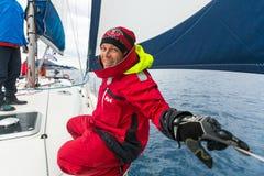 水手参加在希腊海岛群中的航行赛船会第12 Ellada秋天2014年 免版税库存图片