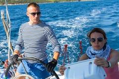 水手参加在希腊海岛群中的航行赛船会第16 Ellada秋天2016年 库存照片