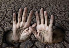 手和干燥地球 库存图片