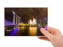 手和新加坡城市地平线我的照片 免版税库存照片