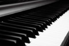 手和钢琴 库存照片