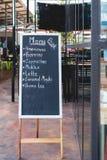 手图画在黑板的咖啡价格 库存照片