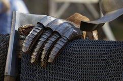 手套和chainmail骑士 库存照片