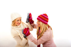 手套围巾二个冬天妇女年轻人 免版税图库摄影