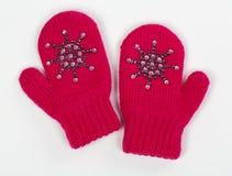 手套是红色被编织的一个对 库存图片