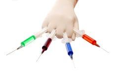 手套现有量拿着注射器 库存图片