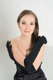 黑手套的高雅在光的妇女和礼服 画象,发怒手 库存图片