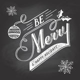 手字法圣诞节在黑板的问候标签 免版税图库摄影