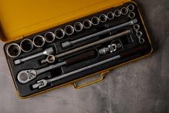 手工具的一个顶视图图象 套在具体盘区b的工具 免版税图库摄影