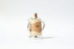 手工制造与锡的罐子木顶针 免版税库存照片