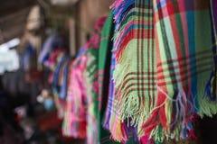 手工制造五颜六色的围巾 免版税库存照片