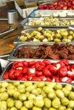 手工制造传统手工的开胃小菜塔帕纤维布橄榄分类品种  免版税库存照片