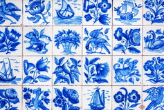手工制造传统葡萄牙瓦片(azulejos),里斯本,葡萄牙 免版税库存照片