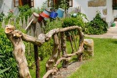 手工制造原始的木篱芭 免版税库存图片