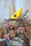 手工制造可爱的春天的小鸟,春天的标志 免版税库存照片
