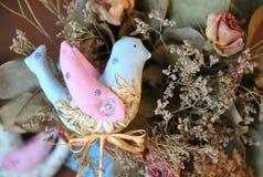 手工制造可爱的春天的小鸟,春天的标志 免版税库存图片