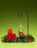 手工制造圣诞节电灯泡装饰 免版税库存图片