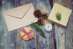手工制造在圣诞节时间 圣诞节装饰装饰新家庭想法 库存照片