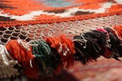 手工制造地毯 传统羊毛手工制造地毯 库存图片