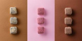 手工制造块菌状巧克力顶视图在色的背景的 免版税库存照片