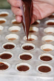 手工制造巧克力在过程中 图库摄影