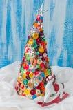 手工制造按钮和Pin圣诞树 免版税库存图片