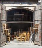 手工制造木椅子在塞浦路斯车间 图库摄影