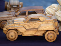 手工制造木汽车玩具 免版税库存照片