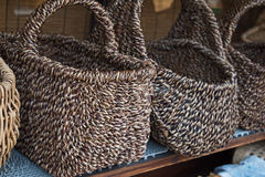 手工制造柳条竹篮子 库存照片