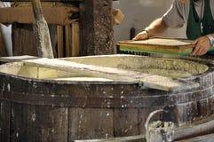 手工制造棉纸的生产 免版税库存图片