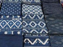 手工制造棉花材料在露天市场,琅勃拉邦,老挝上 免版税图库摄影