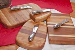 手工制造樱桃和槭树Cheeseboards 免版税库存照片