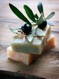 手工制造橄榄色肥皂 库存照片