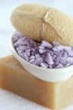 手工制造淡紫色盐海运肥皂温泉uffa 免版税库存图片