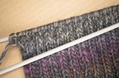 手工制造混合物羊毛被编织的织品 免版税库存图片