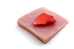 手工制造瓣玫瑰色肥皂 免版税库存图片