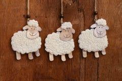 手工制造白羊垂悬的装饰 库存照片