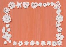 手工制造白色钩针编织框架样式,编织,缝合 自创背景 Mori女孩鞋带 创造性的工艺针线 免版税库存图片