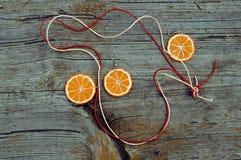 手工制造的耳环和的垂饰 免版税库存照片