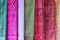 手工制造老挝模式纺织品 库存图片