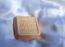 手工制造肥皂有蓝色背景 免版税库存照片