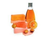 手工制造肥皂,桔黄色阵雨胶凝体瓶 免版税库存图片