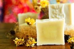 手工制造自然冷的处理肥皂 图库摄影