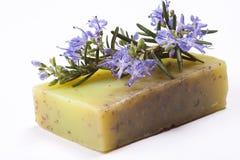 手工制造自然迷迭香肥皂 免版税图库摄影