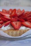 手工制造草莓蛋糕 库存照片